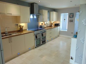 Excellent Open Plan Kitchen/Dining Area/Bar