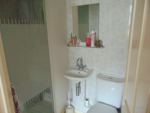 Fully Tiled En-Suite