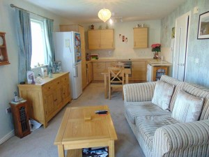 Delightful Open Plan Living Room/Kitchen