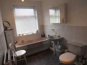 Halt Tiled Bathroom